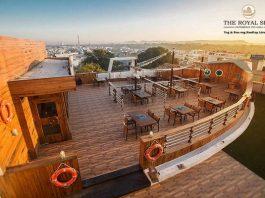 Royal ship restaurant