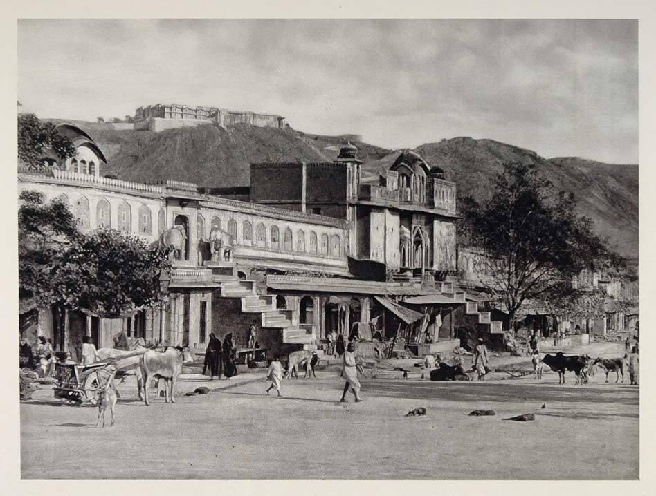 mandir ke baahar ka drishya, 1928
